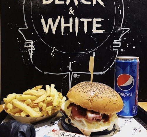 Black and White Burger x Toute la Franchise
