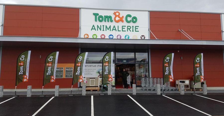 Tomco Précède Gifi Dans Lancien Hypermarché Leclerc D