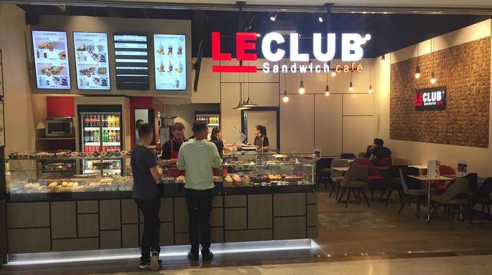 le club sandwich caf au centre commercial auchan v2 de villeneuve d ascq. Black Bedroom Furniture Sets. Home Design Ideas