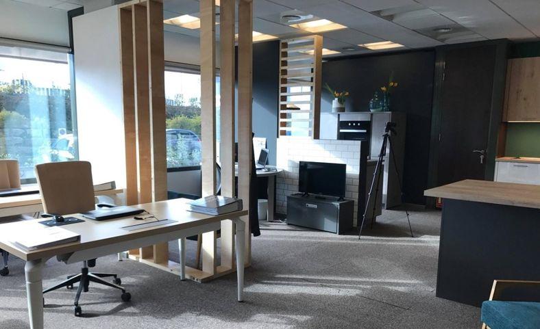 ozeo cuisines un centre de formation en interne pour un professionnalisme au top. Black Bedroom Furniture Sets. Home Design Ideas