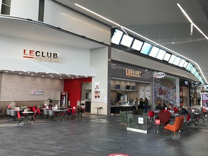 le club sandwich caf ouvre dans le nouveau centre. Black Bedroom Furniture Sets. Home Design Ideas