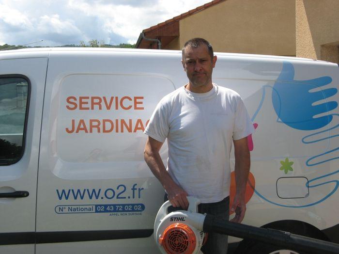 A 48 ans il cre son entreprise de jardinage avec o2 for Entreprise de jardinage