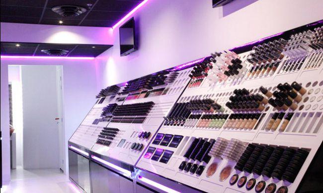 ouvrir sa boutique de maquillage professionnel avec pb. Black Bedroom Furniture Sets. Home Design Ideas