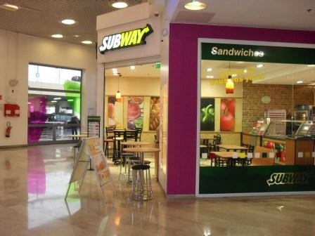 angle galerie marchande restaurant subway