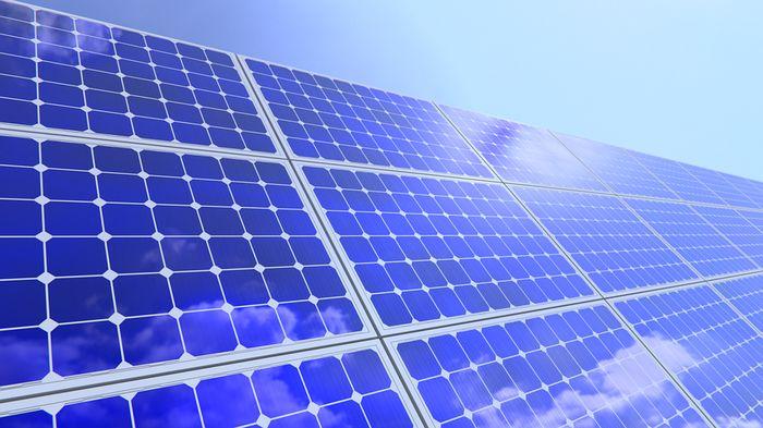Total équipe 5000 stations service en panneaux solaires