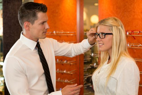 Devenir opticien : la franchise comme alternative